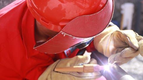 [Image: oil-workers.jpg]