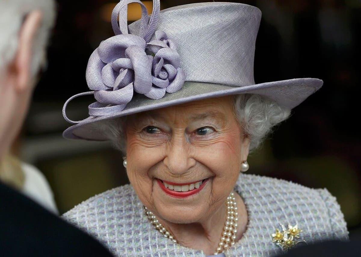 Resultado de imagem para Elizabeth II oferece vaga com salário de R$ 152 mil; a função, administrar suas redes sociais.