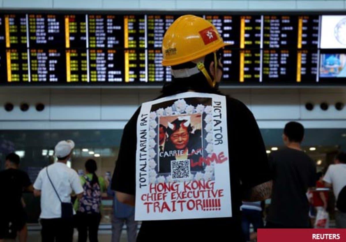 Resultado de imagen para sentada en aeropuerto de hong kong